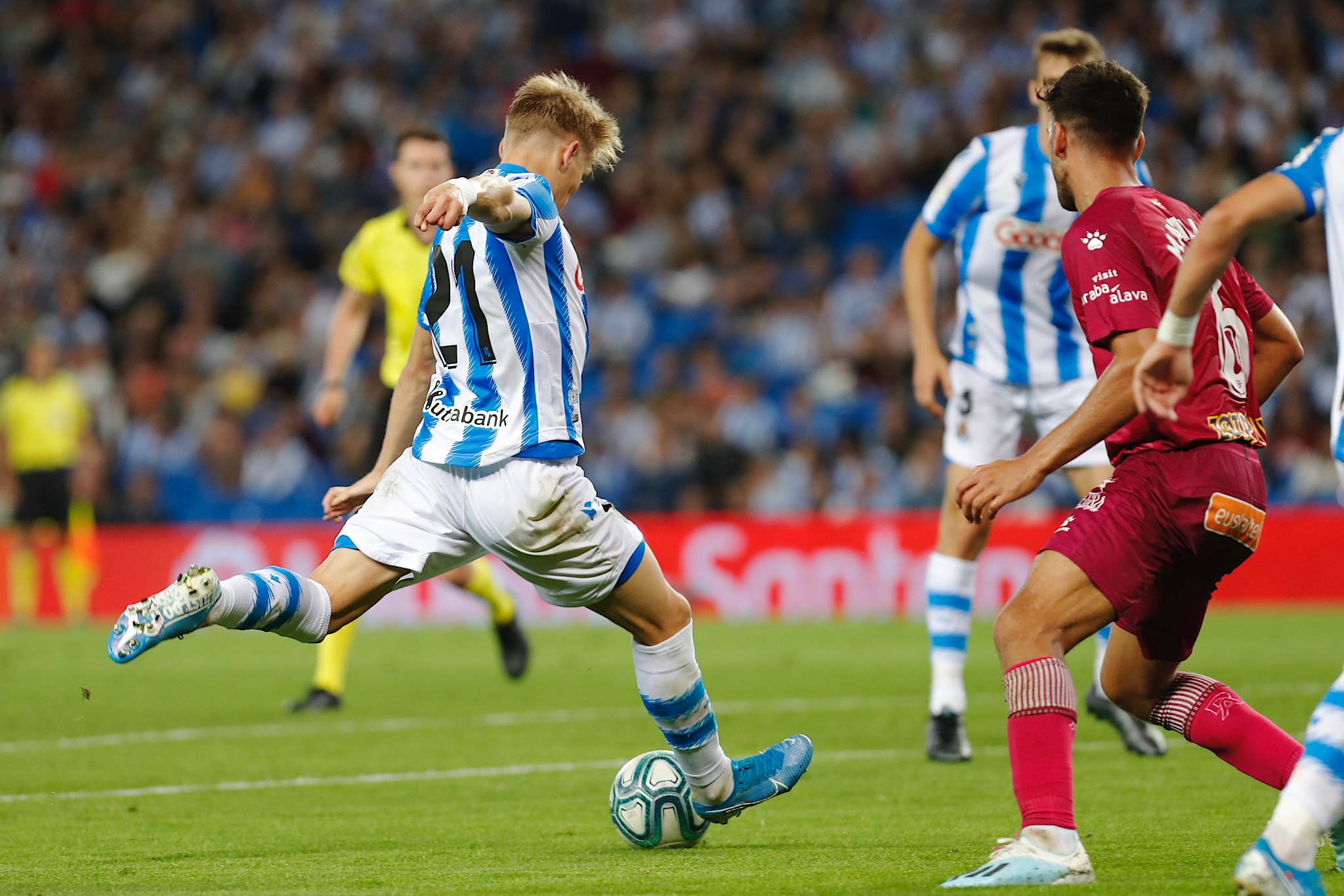 Odegaard threads the needle against Alaves 1